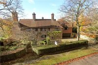 6 bed Detached home in Walpole Avenue...