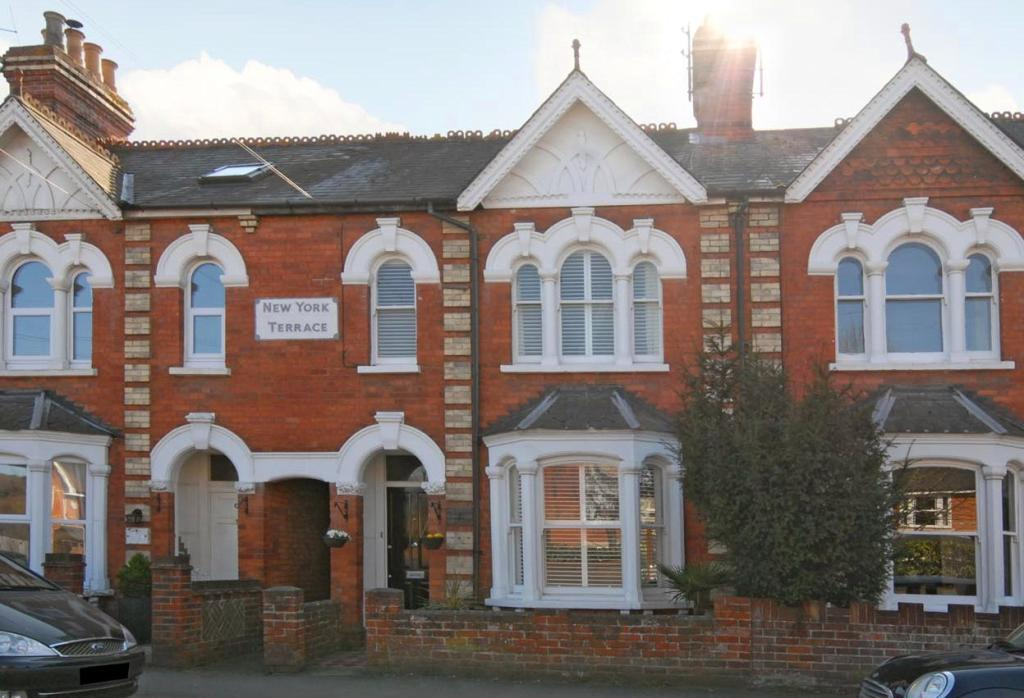 4 bedroom terraced house for sale in henley on thames for Large victorian homes for sale