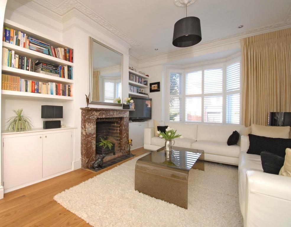 4 bedroom terraced house for sale in henley on thames for Victorian house interior design ideas living room