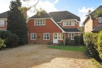 5 bedroom Detached property in Lightwater, Surrey