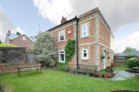 semi detached property in Hop Gardens, Newbury