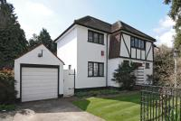 3 bedroom Detached home in Elm Park, Stanmore