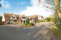 6 bed Detached property in Winkfield Road, Ascot
