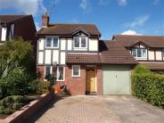 3 bed Detached house in Saddleback Road, Swindon