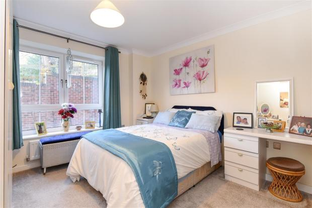 bedroom apartment for sale in phoenix rise crowthorne rg45
