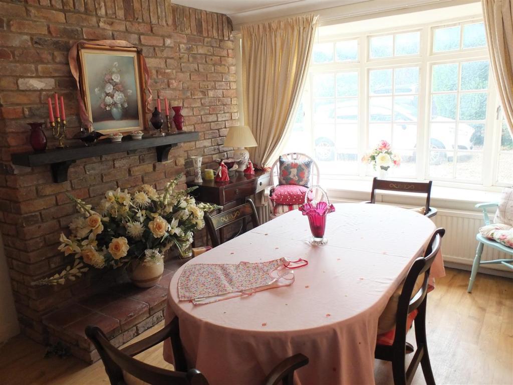 Dining Room 006.jpg