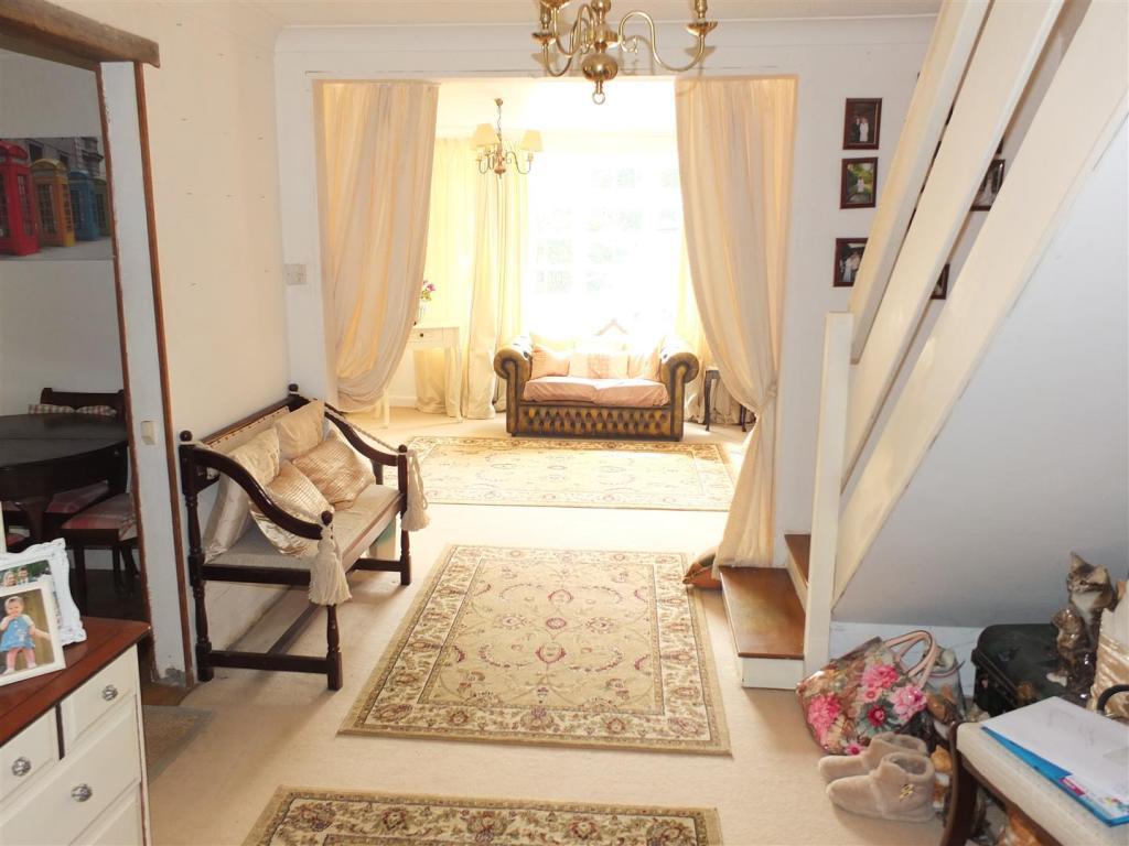 Hallway 018.jpg