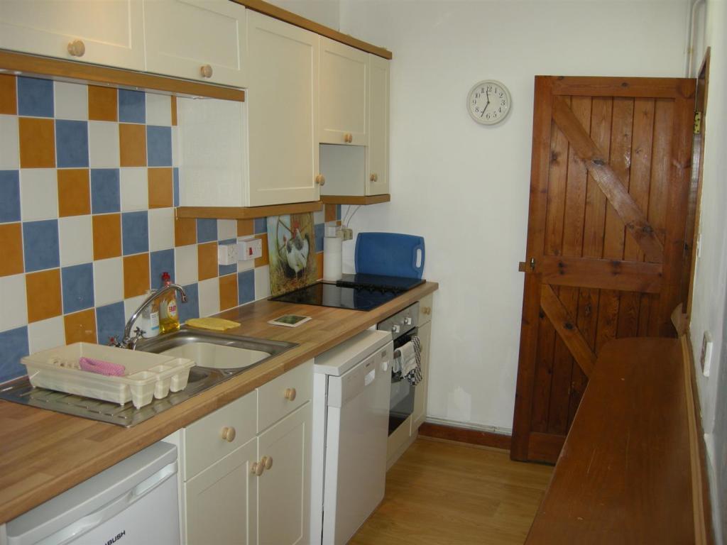 'L' shaped Kitchen/B