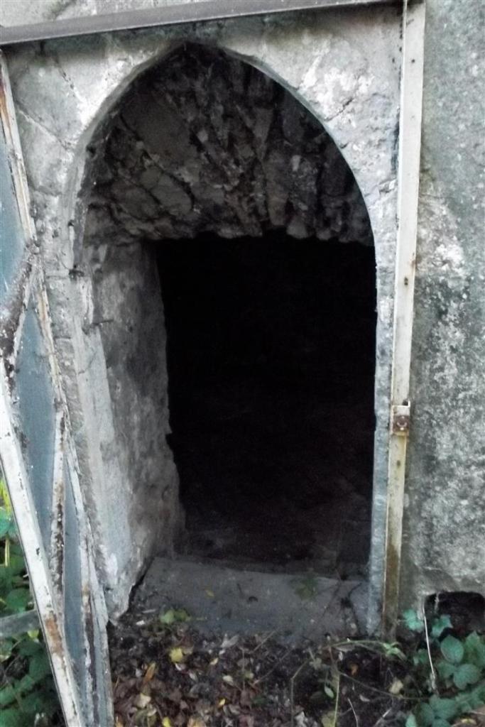 crypt 1.JPG