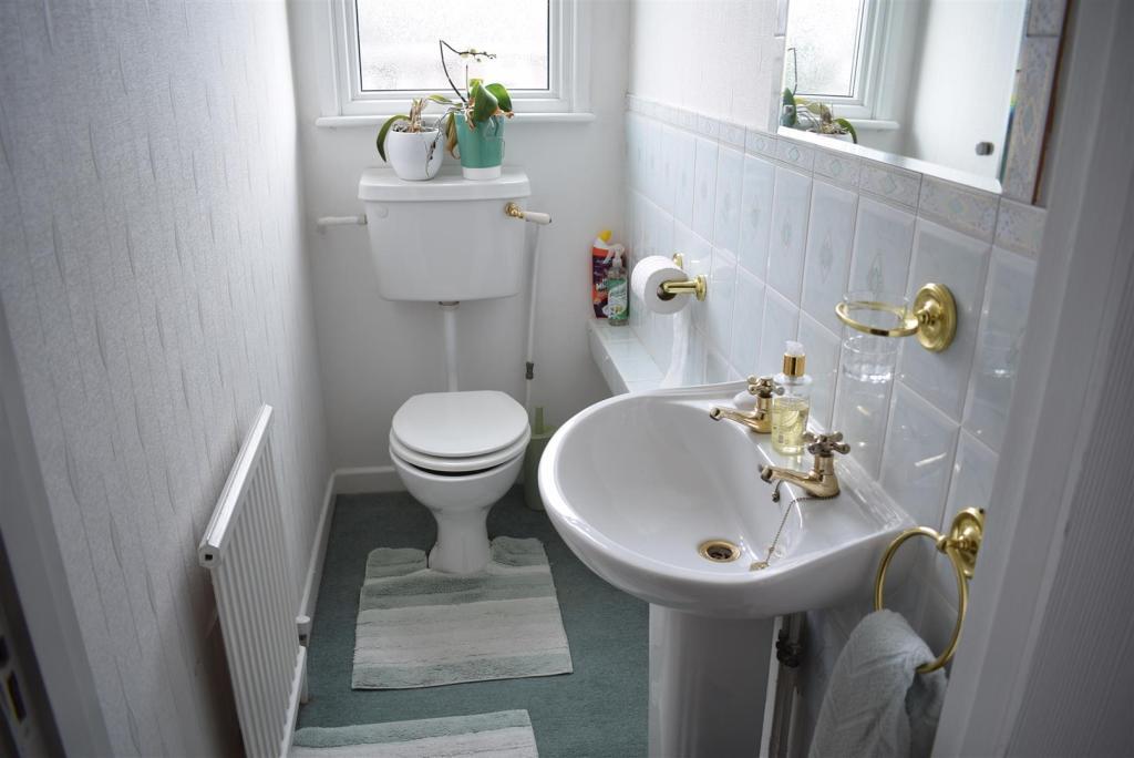 Toilet (upstairs).JP