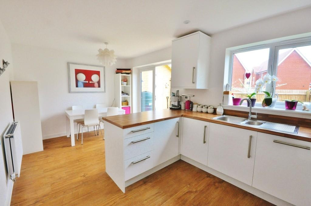 3 bedroom semi detached house for sale in ramsey drive for Kitchen ideas 3 bed semi