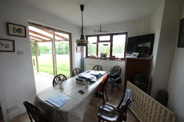 Breakfast Room:-