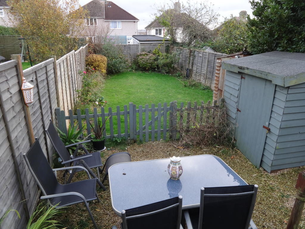 Enclsoed rear garden