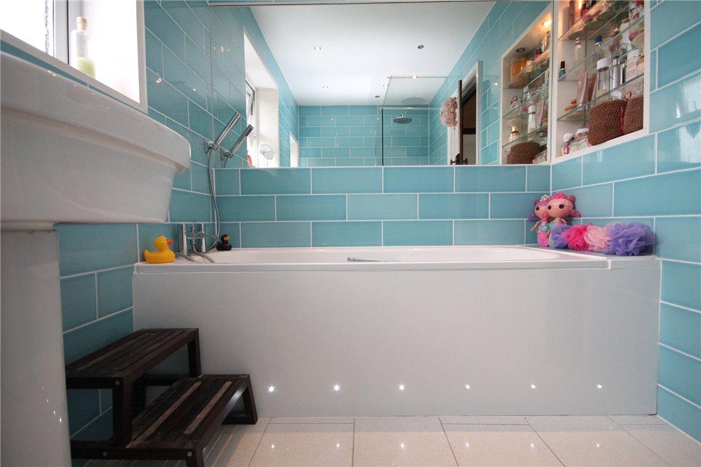 Alt Bathroom 2
