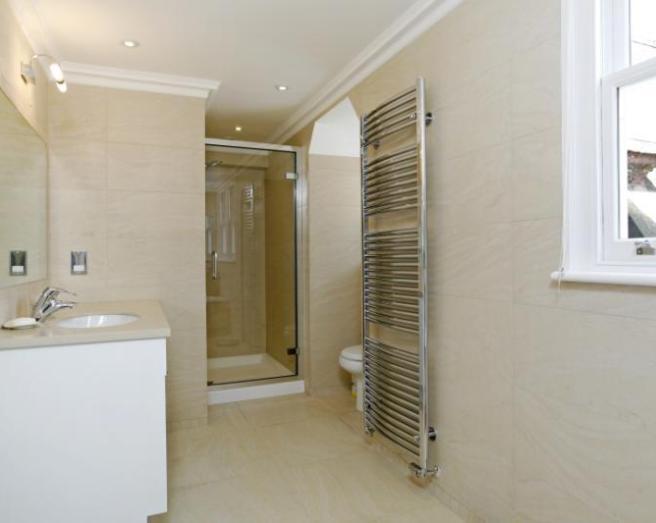 Beige white ensuite bathroom design ideas photos for Bathroom ideas rightmove