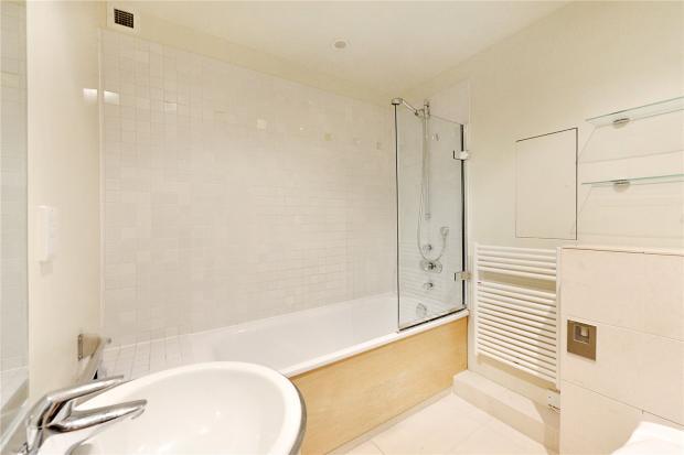 En-Suite To B/Room 2