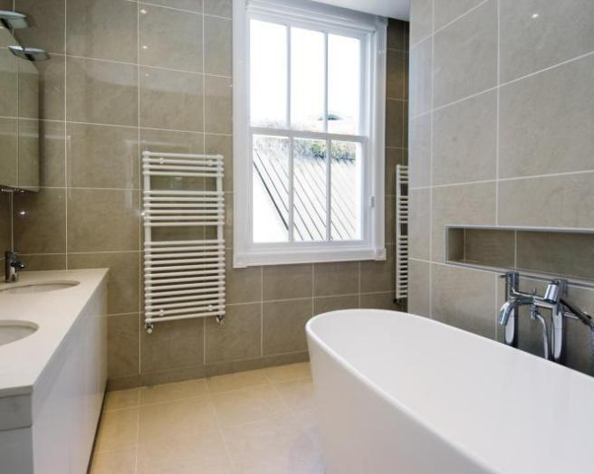 Modern bathroom design ideas photos inspiration for Small bathroom ideas uk