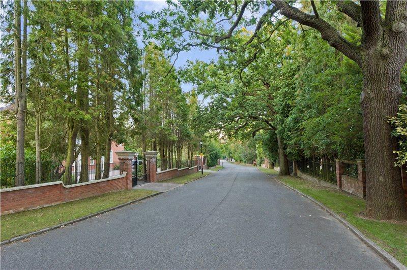 6 Bedroom Detached House For Sale In Coombe Park Kingston Upon Thames London Kt2