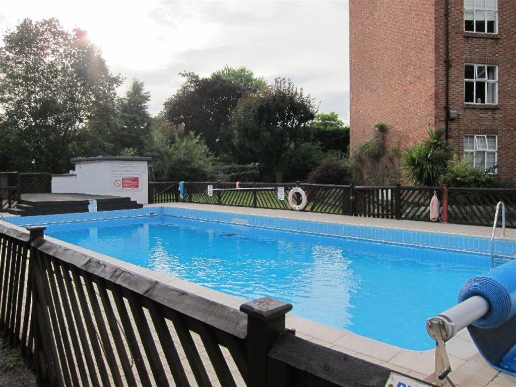 2 Bedroom Apartment To Rent In Beaumont Court Sutton Lane North Chiswick London W4 W4