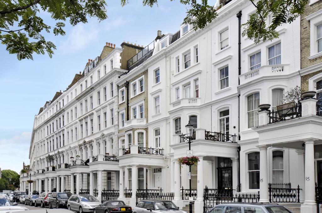 Studio Flat To Rent In Leinster Gardens London W2 W2