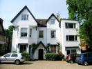 Flat to rent in Sheen Road, Richmond