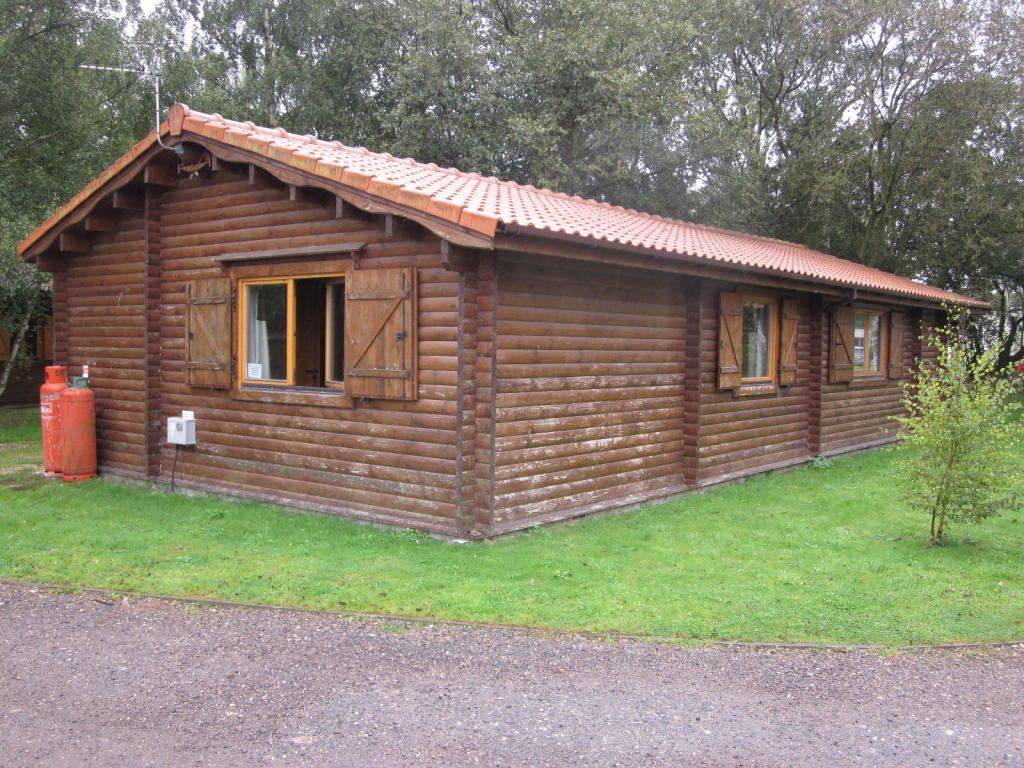 2 bedroom log cabin for sale in tattershal lakescountry