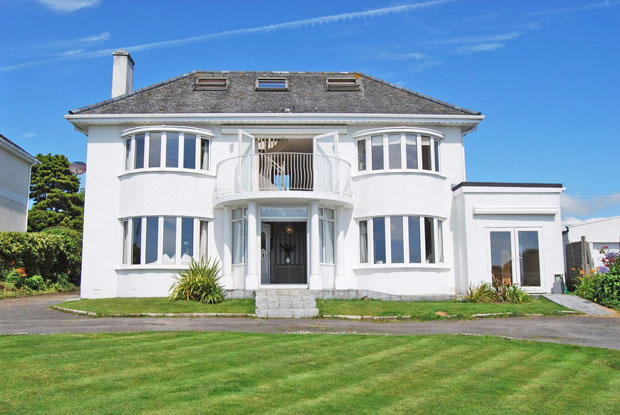 4 Bedroom House For Sale In Sea Road Carlyon Bay St