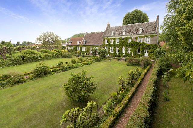 Manor House in Nord-Pas-de-Calais...