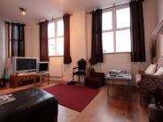 2 bedroom Ground Flat in The Broadway, Woodford...