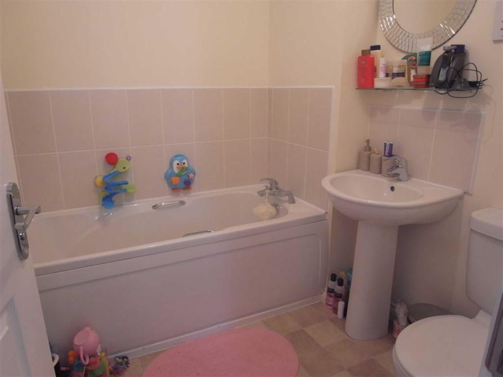 FAMILY BATHROOM/WC