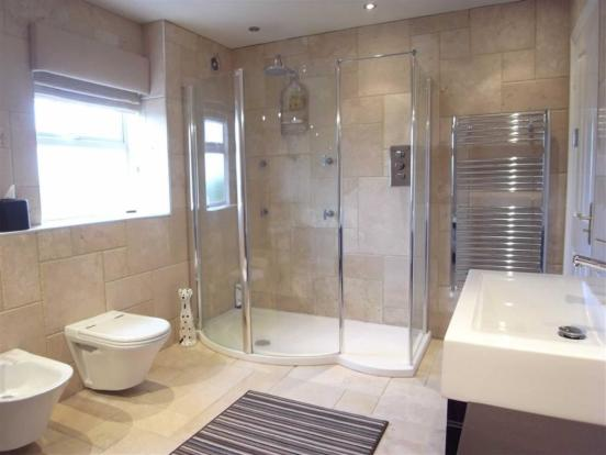EN SUITE BATH/SHOWER