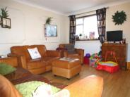 3 bed Ground Maisonette in Butchers Road, London