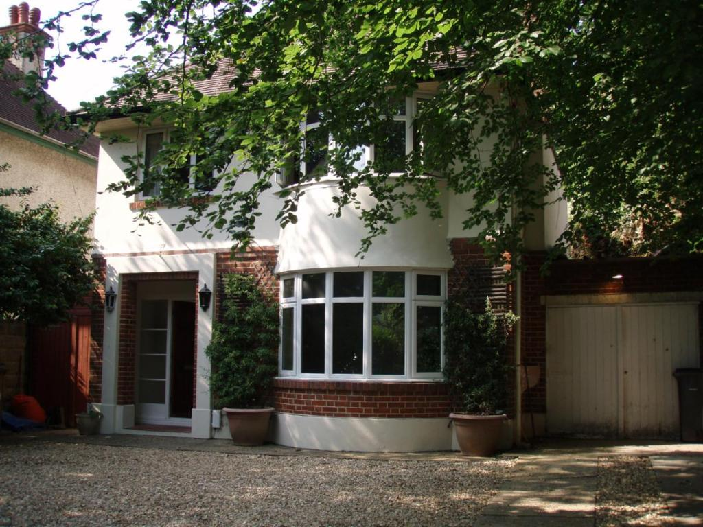 3 Bedroom Detached House To Rent In Richmond Park Avenue