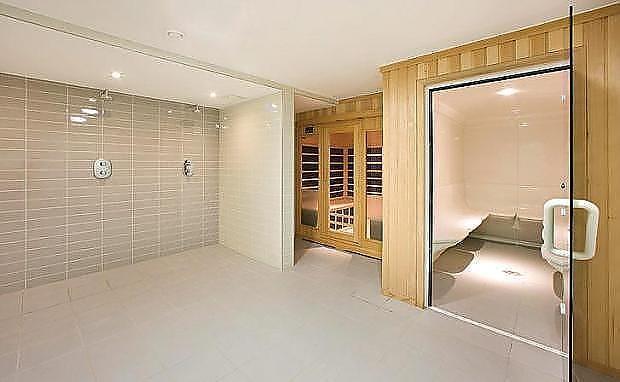 Sauna/ Steam Room