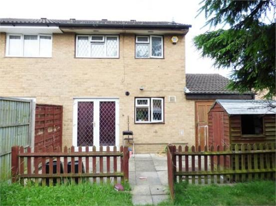 bedroom semi detached house for sale in pendula drive hayes