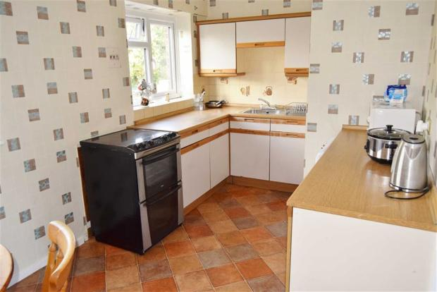 KITCHEN / DINING RO