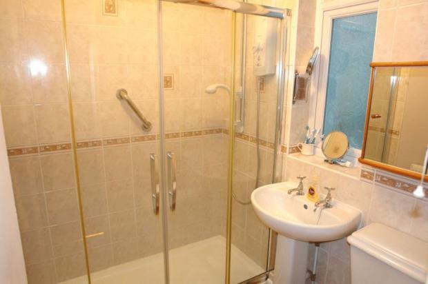 Shower-cloakroom