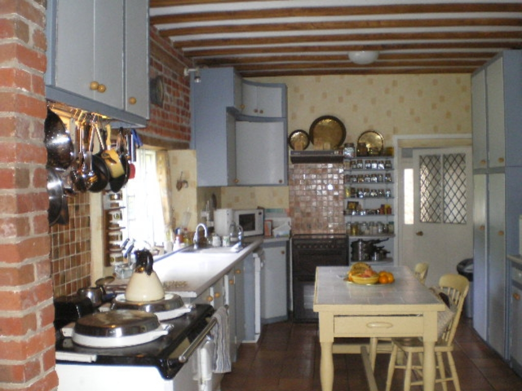 Kitchen alt. view