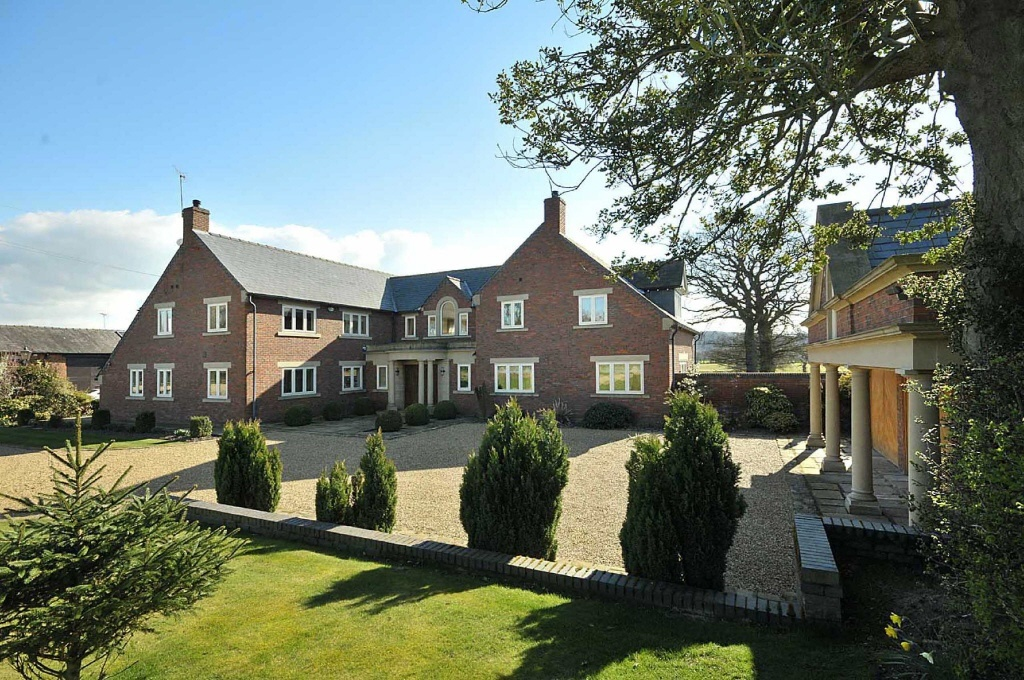 6 bedroom detached house for sale in prestbury road