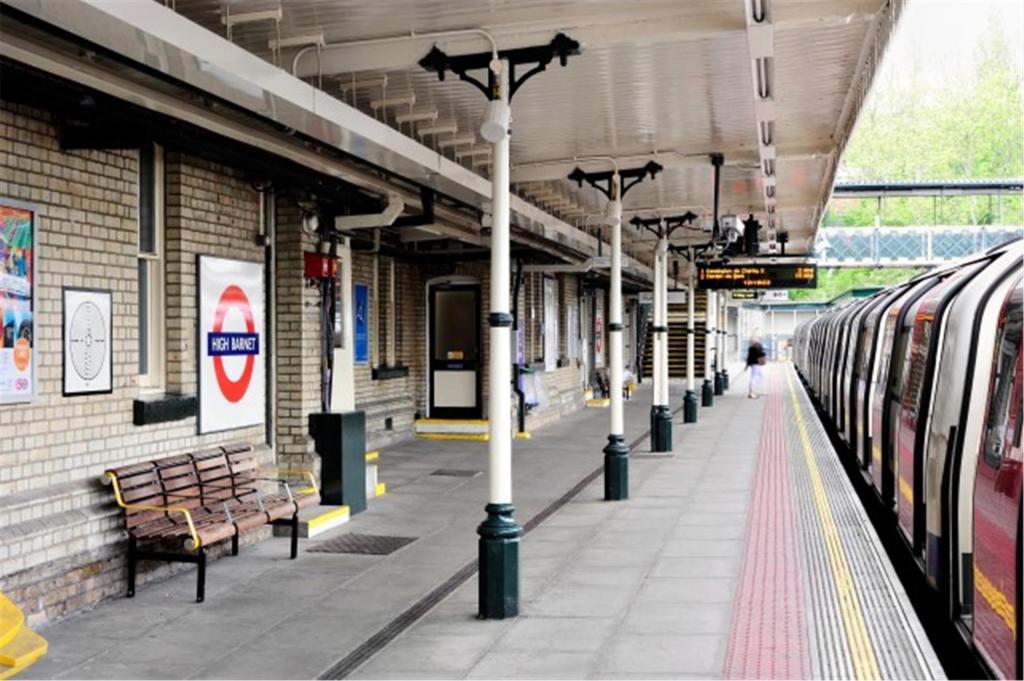 High Barnet tube platform