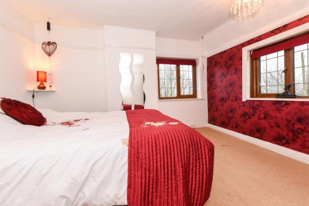House Bed 2-2.jpg