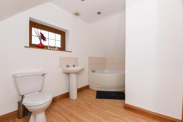 Annexe Bathroom.jpg