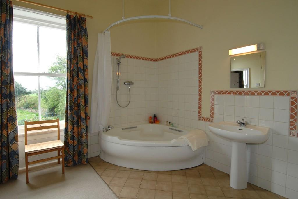 Click to see a larger image for Bathroom designs with corner bath