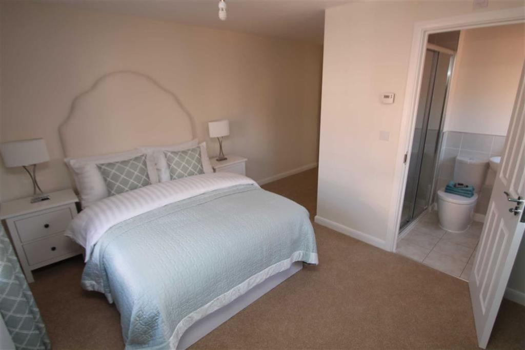 Master Bedroom (Bedr
