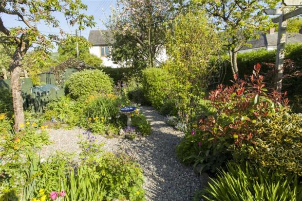 Cottage Garden to th