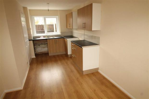 2 bedroom end of terrace house to rent in bodlyn acrefair for Terrace kitchen diner