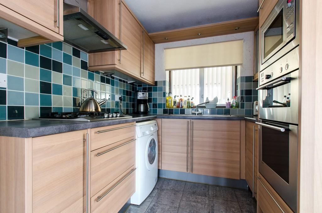 3 Bedroom Semi Detached House For Sale In Thong Lane Gravesend Da12