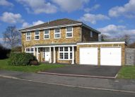 5 bedroom Detached house in Southcote Way, Penn...