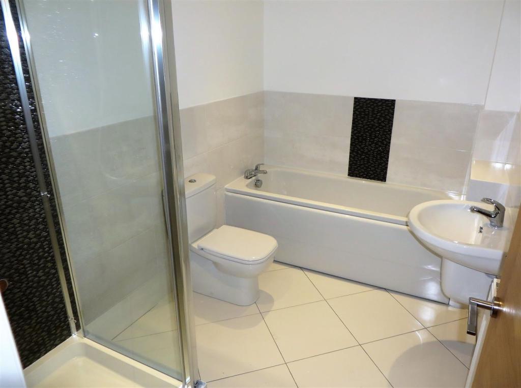 pic 10 plot 4 bathro