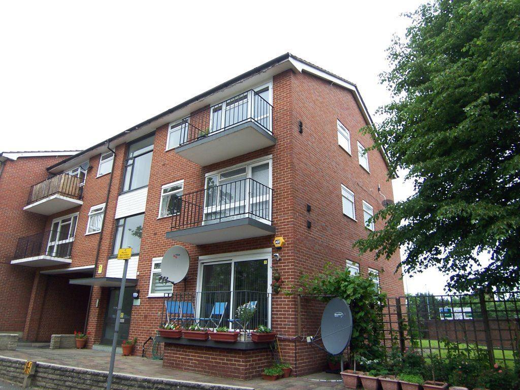 2 Bedroom Apartment To Rent In Wickham Close New Malden Kt3